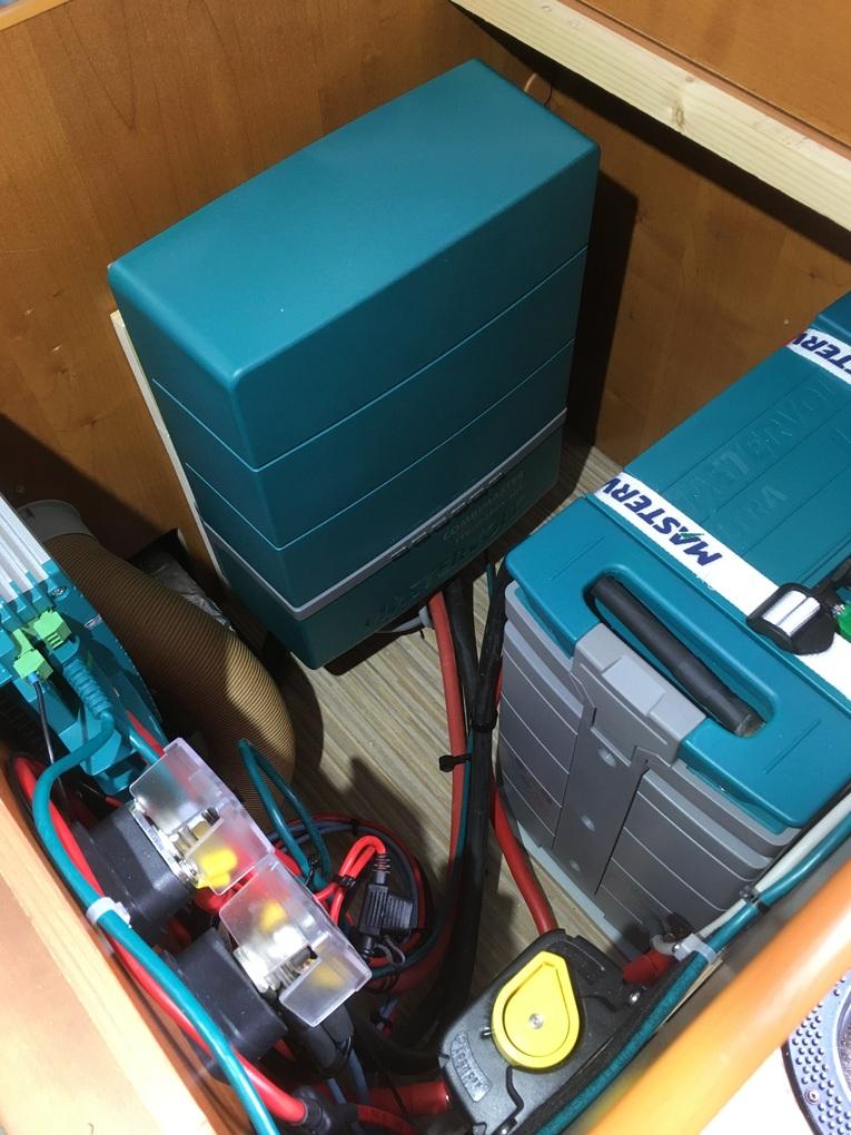 Amrit Techniek - Ombouw camper autonoom systeem Combimaster