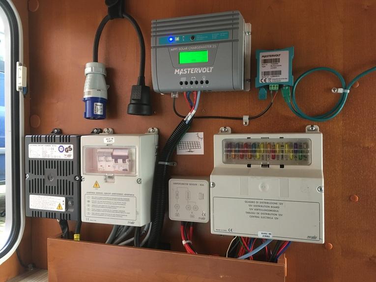 Amrit Techniek - Ombouw camper autonoom systeem solar SCM25