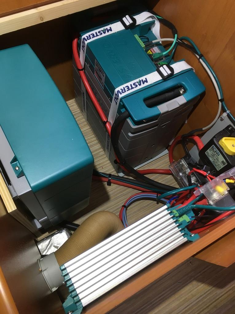 Amrit Techniek - Ombouw camper autonoom systeem MLI Ultra accu