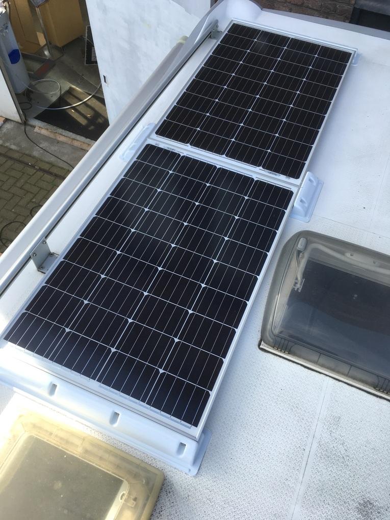 Amrit Techniek - Ombouw camper autonoom systeem zonnepanelen